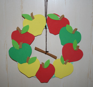 Fall Craft Ideas on Thursday 13     Apple Crafts For Kids     New Ideas   Grandmother Wren