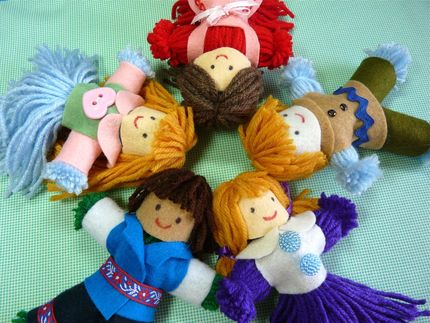 Sew a Felt Doll for Christmas – free patterns