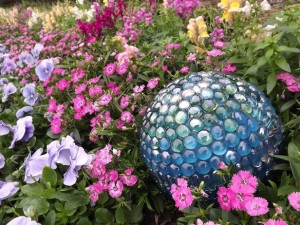 original-Tom-Russell-Smart-Chic-Outdoors-garden-ball-beads-side1_s4x3_lg