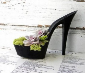 Black-Girl-Old-Shoes-Planters-Creative-Ideas-Use-Old-Shoes-to-Plant-Flower