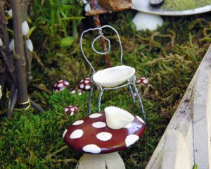 Miniature_Accessories_Table__Chair