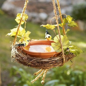 easy-wreath-birdbath-craft-photo-420-FF0509GARDA04