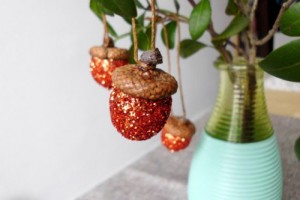 diy-glitter-acorn-ornaments-1-500x333